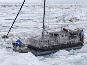 През Северозападния пасаж с алуминиева яхта.